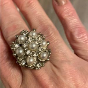 Stunning ring with fake pearls and bling!